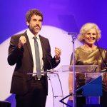Irene Ravache e Eriberto Leão apresentando a cerimônia de entrega do Prêmio Cesgranrio de Teatro - 4ª Edição