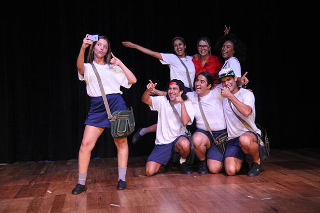 Quem é Você? - Projeto Teatro nas Escolas fala sobre bullying