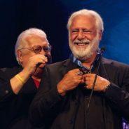 """Com 52 anos de carreira, Antônio Fagundes é homenageado em premiação, comemora o reconhecimento e dispara: """"quem faz teatro no brasil tem raça"""""""