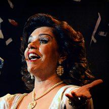 """""""Emilinha"""" estreia no Teatro Cesgranrio em clima de carnaval"""